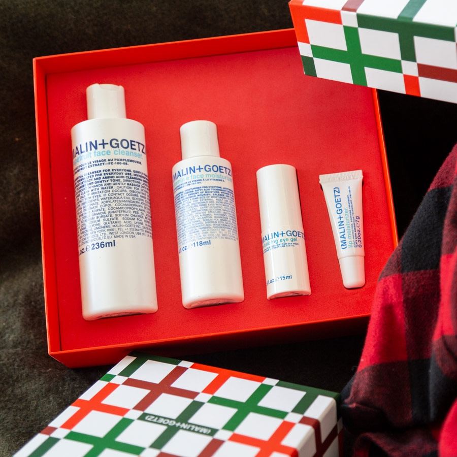 skincare essential gift set.